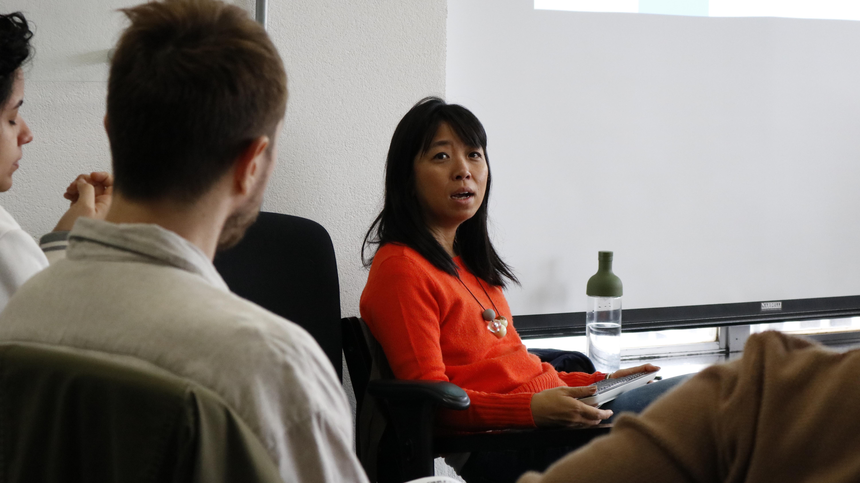 Foto: Camila Asano trata de migração e refúgio no 6º curso de Informação e Direitos Humanos
